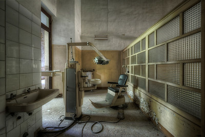 The Dentist - Even the insane need a dental job now and then