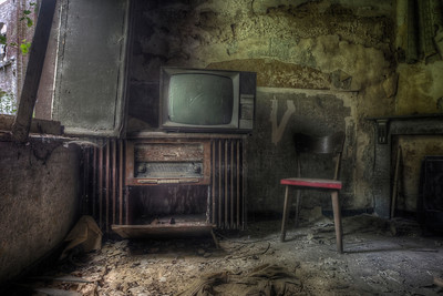 Mama, I'm coming home - Abandoned living room .